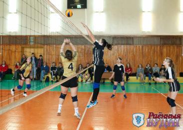 Волейболистки СШ №5 победили на первенстве города. У юношей сильнейшими оказались представители СШ №3