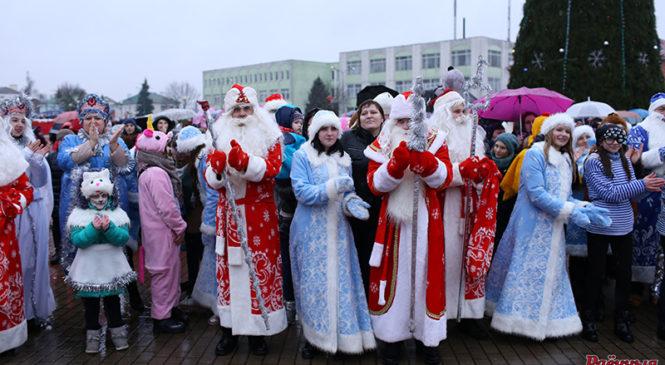 Агеньчыкі на галоўнай ёлцы горада будуць урачыста запаленыя 20 снежня