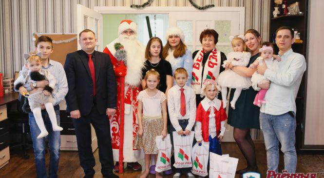 Многодетная семья принимала поздравления от депутата Александра Левчука