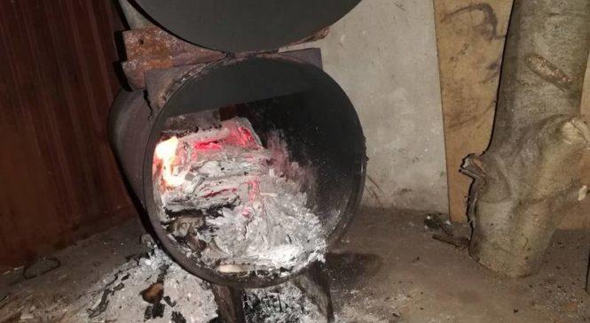 Служба 101: горели остатки постройки на поле ОАО «Отечество» и гараж в городе