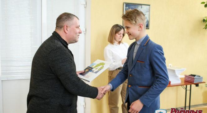 Первые паспорта получили лучшие ученики района