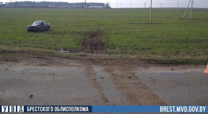 Водителю Mercedes стало плохо за рулем, автомобиль вылетел в кювет