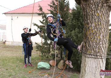 Юные туристы успели открыть сезон…