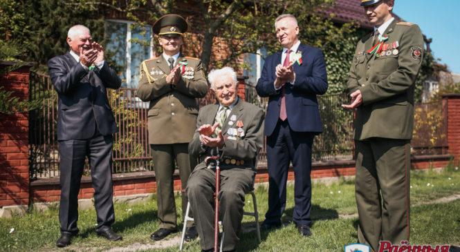 Помним. Гордимся. В Пружанском районе почтили память героев Победы и поздравили ветеранов