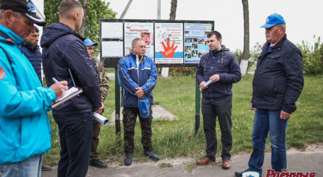 На городском озере прошли учебно-практические занятия для матросов-спасателей