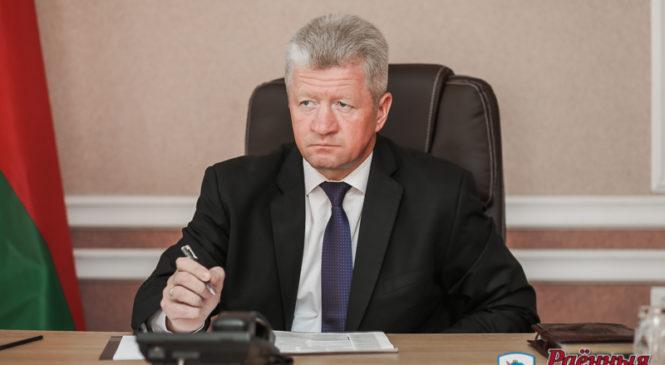Пружанцы задали множество вопросов помощнику Президента Анатолию Маркевичу. Многие уже решаются