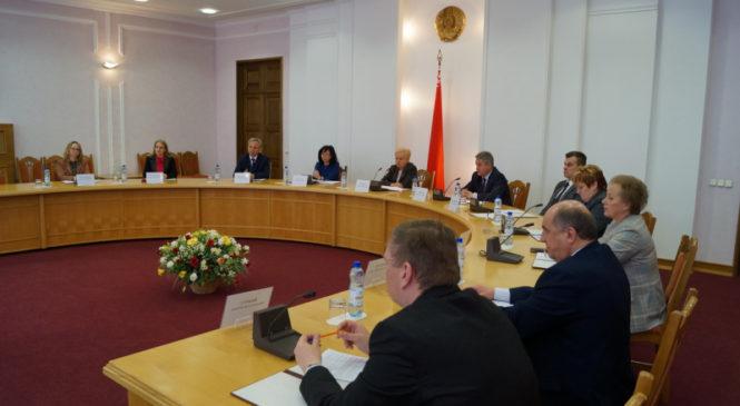 15 мая  состоялось заседание Центральной комиссии Республики Беларусь по выборам и проведению республиканских референдумов, на котором рассмотрены вопросы регистрации инициативных групп граждан по выдвижению кандидатов в Президенты Республики Беларусь.