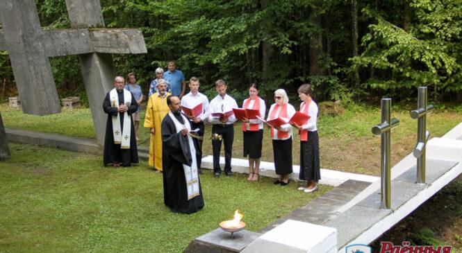 Беловежская трагедия: традиционный митинг памяти прошёл у памятника «Падающие кресты»
