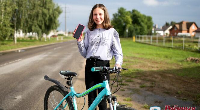 Шасцікласніца СШ №3 летам зарабіла сабе на смартфон, а ў мінулым годзе — на веласіпед!