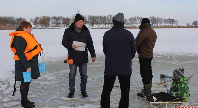 +4, тонкі лёд, рыбакі без выратавальных камізэлек — вось, што ўбачыў журналіст падчас рэйду па вадаёмах раёна