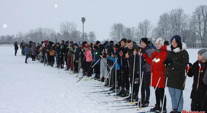 126 школьнікаў прынялі ўдзел у раённым этапе спаборніцтваў па біятлоне «Снежны снайпер» (+відэа)