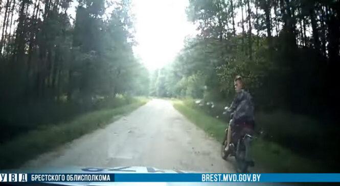 В Пружанском районе сотрудники ГАИ преследовали мотоциклиста-бесправника