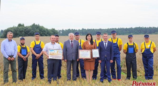 Пружанскі раён трэцім у вобласці намалаціў 100 тысяч тон новага ўраджаю!