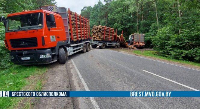 На автодороге в Пружанском районе произошло ДТП с участием лесовоза