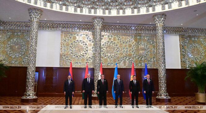 Лукашенко принимает участие в саммите ОДКБ. Что обсуждают главы государств в Душанбе?